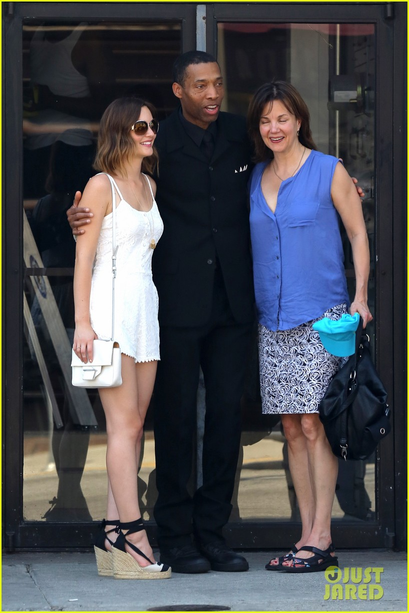 leighton meester mothers day with gossip girl mom 102869719