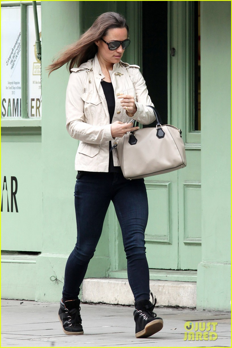 pippa middleton goes casual chic in london 092867242