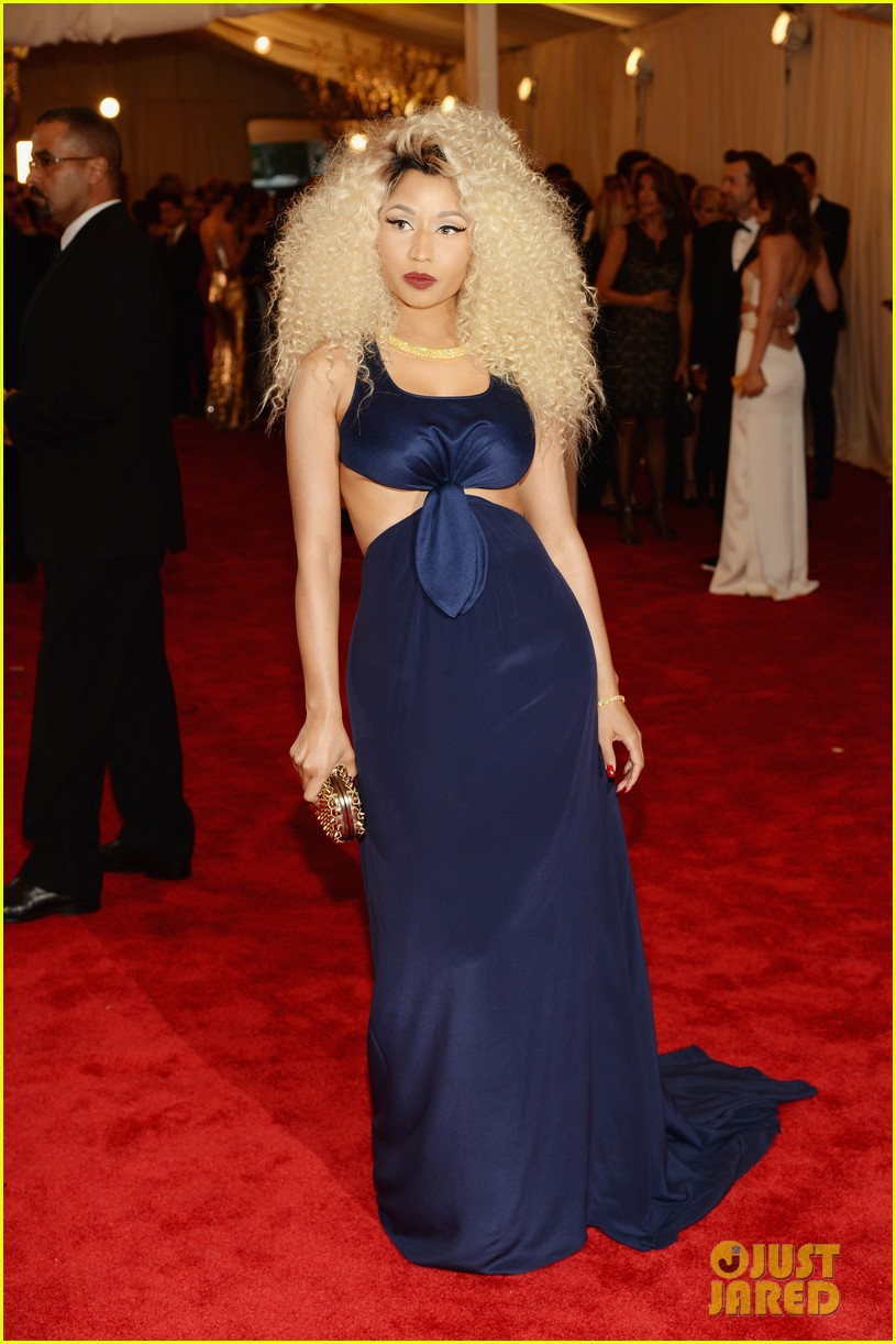 nicki minaj met ball 2013 red carpet 022865462