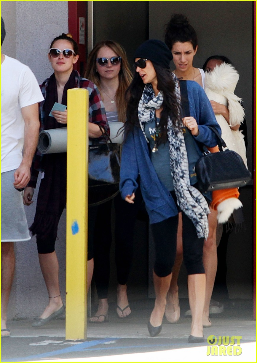 demi moore rumer willis leave yoga class together 012871002