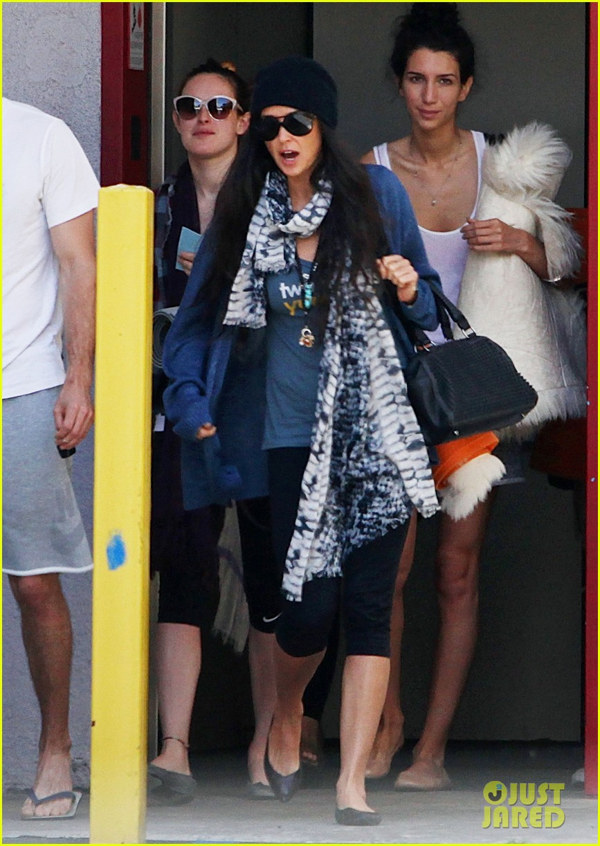 demi moore rumer willis leave yoga class together 08