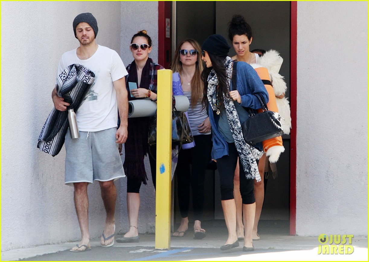 demi moore rumer willis leave yoga class together 162871018