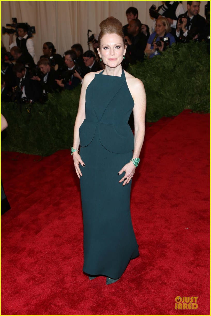 julianne moore met ball 2013 red carpet 052865762
