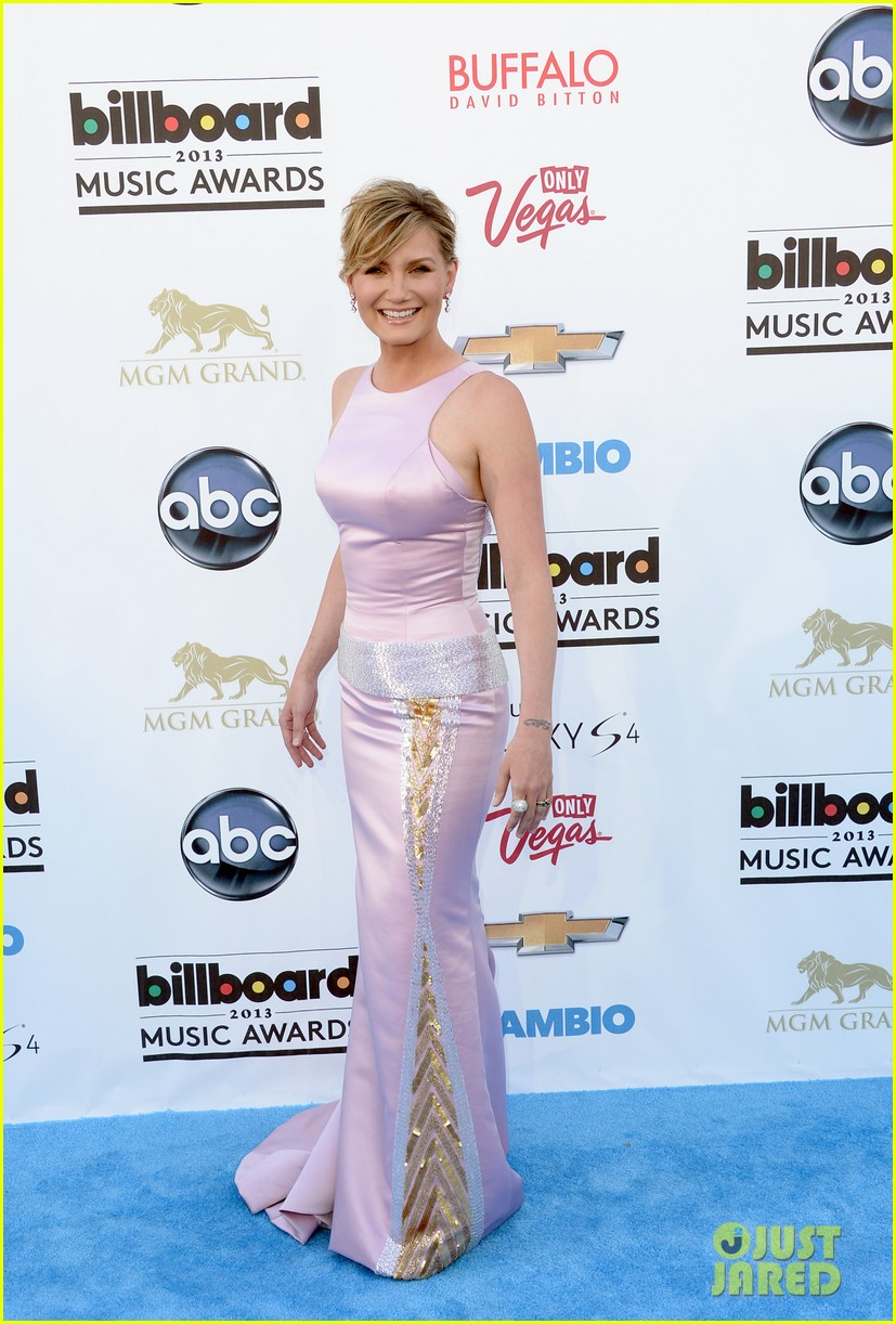 jennifer nettles billboard music awards 2013 red carpet 08