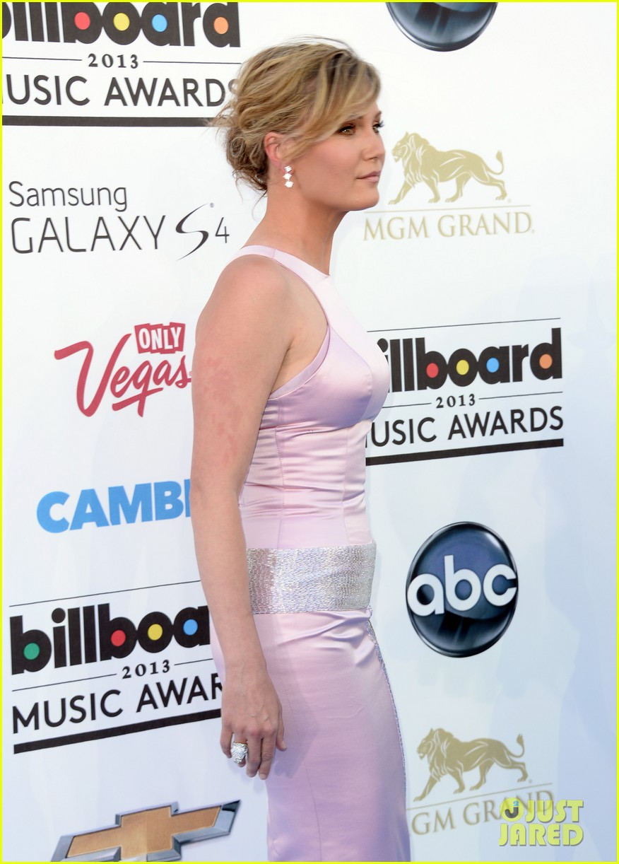 jennifer nettles billboard music awards 2013 red carpet 09