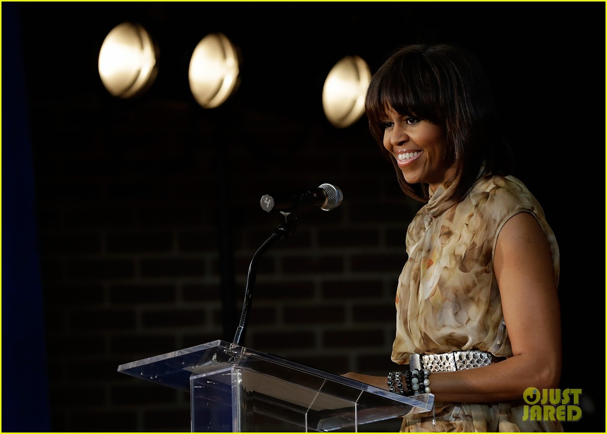 michelle obama kerry washington exercise with savoy school students 162877507