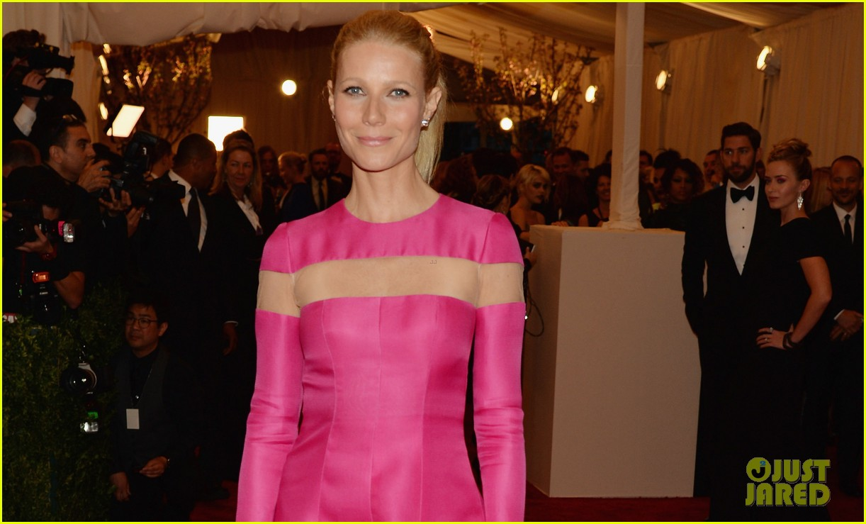 gwyneth paltrow met ball 2013 red carpet 032865210