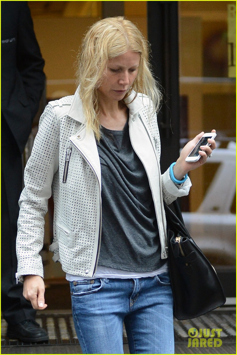 gwyneth paltrow gets caught in rain en route to photo shoot 04