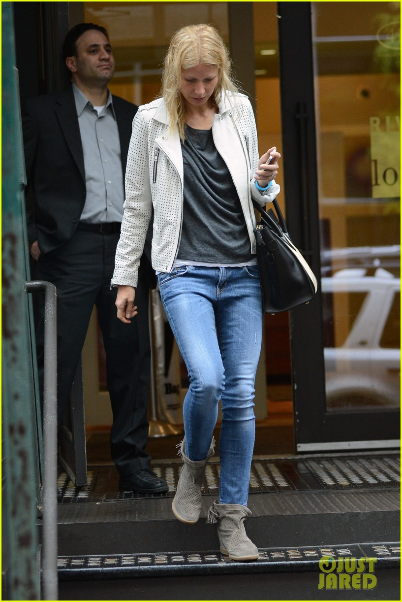 gwyneth paltrow gets caught in rain en route to photo shoot 08