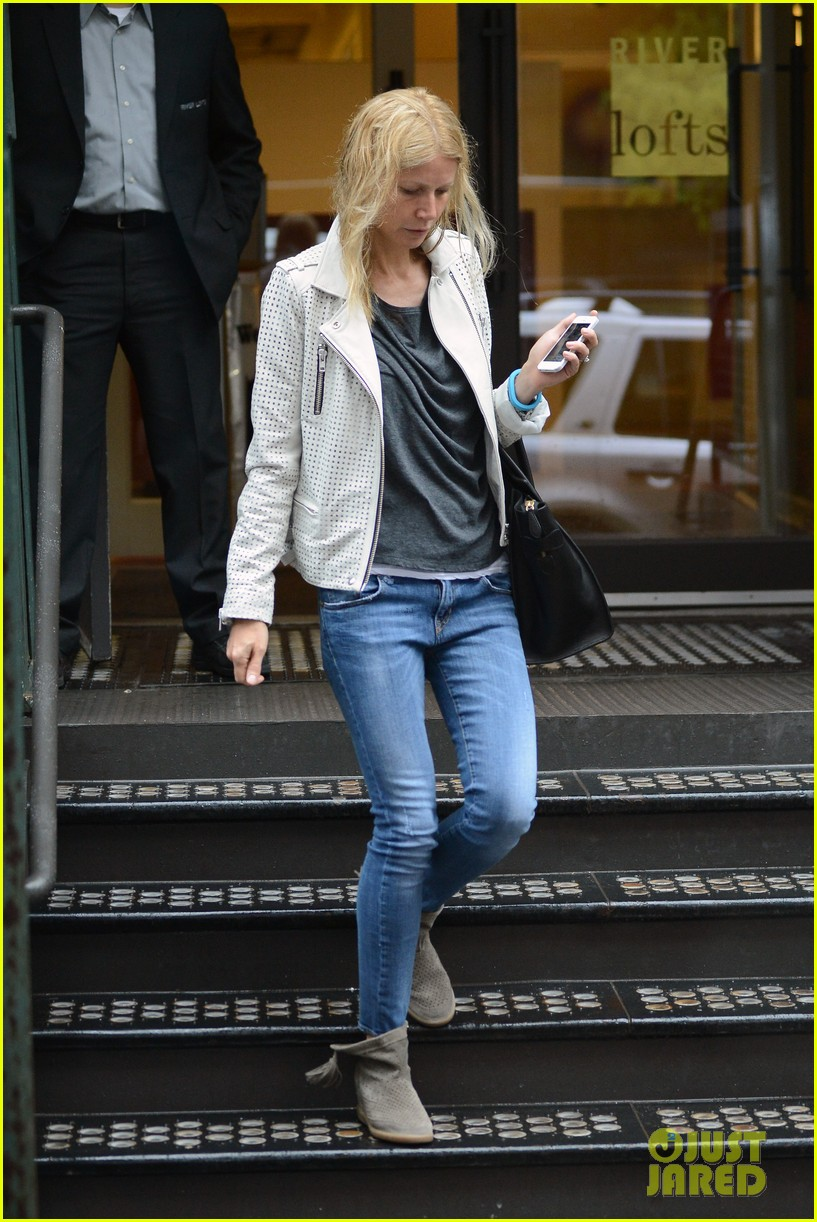 gwyneth paltrow gets caught in rain en route to photo shoot 10