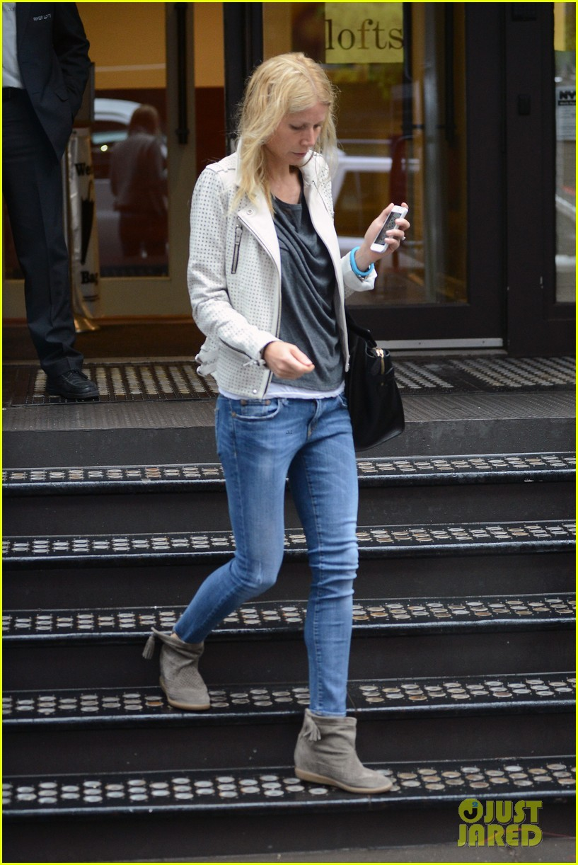 gwyneth paltrow gets caught in rain en route to photo shoot 14