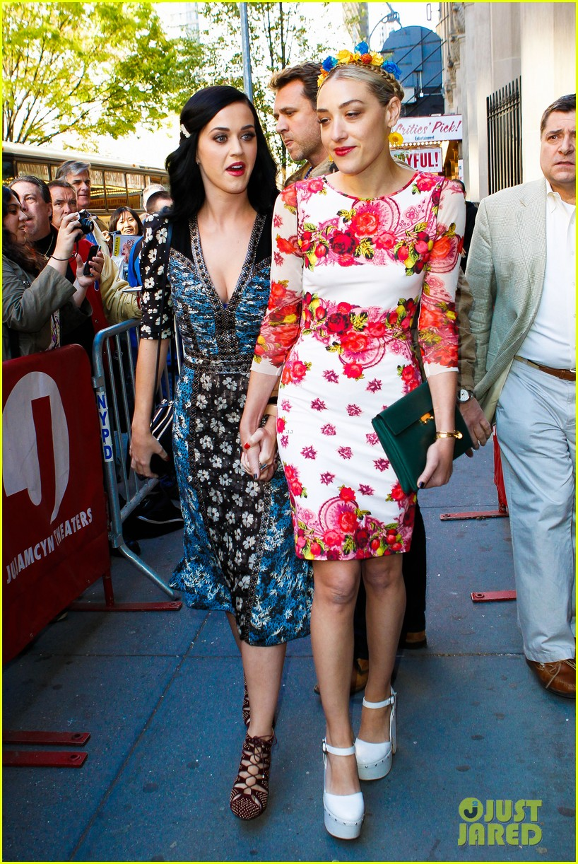 katy perry delete cancer gala kinky boots visit 08