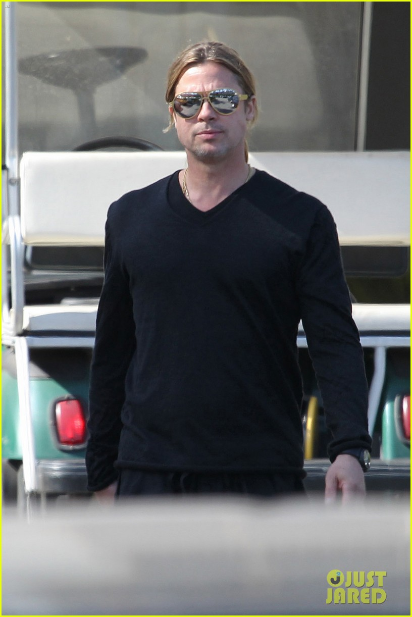 brad pitt steps out after angelina jolie double mastectomy 02
