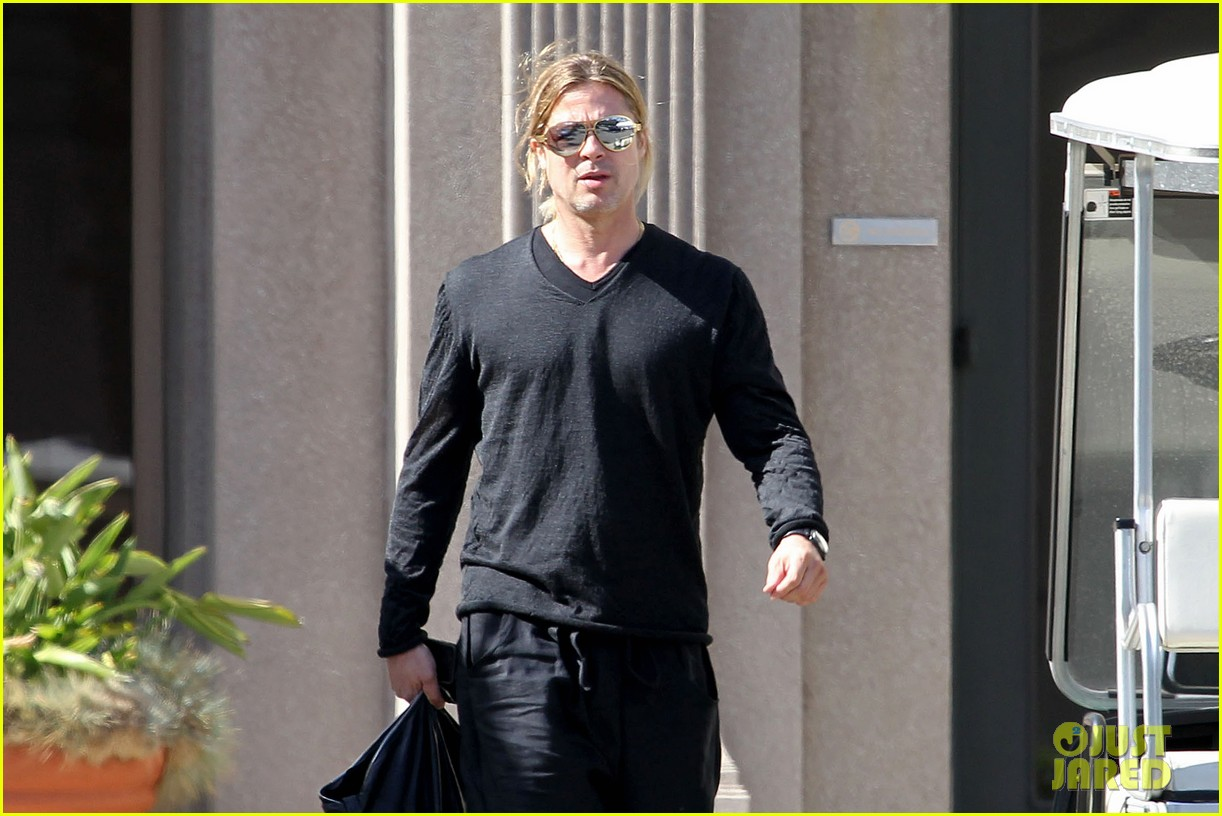 brad pitt steps out after angelina jolie double mastectomy 042871168