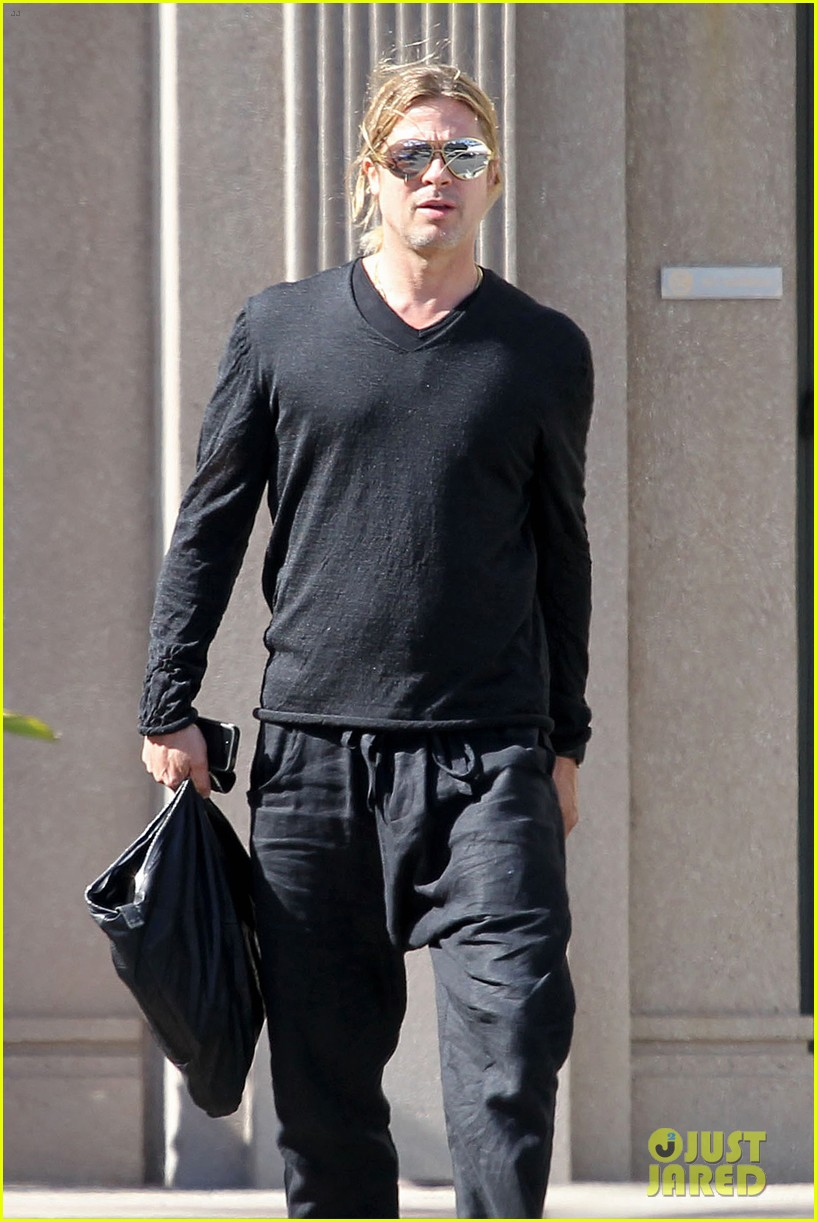 brad pitt steps out after angelina jolie double mastectomy 08