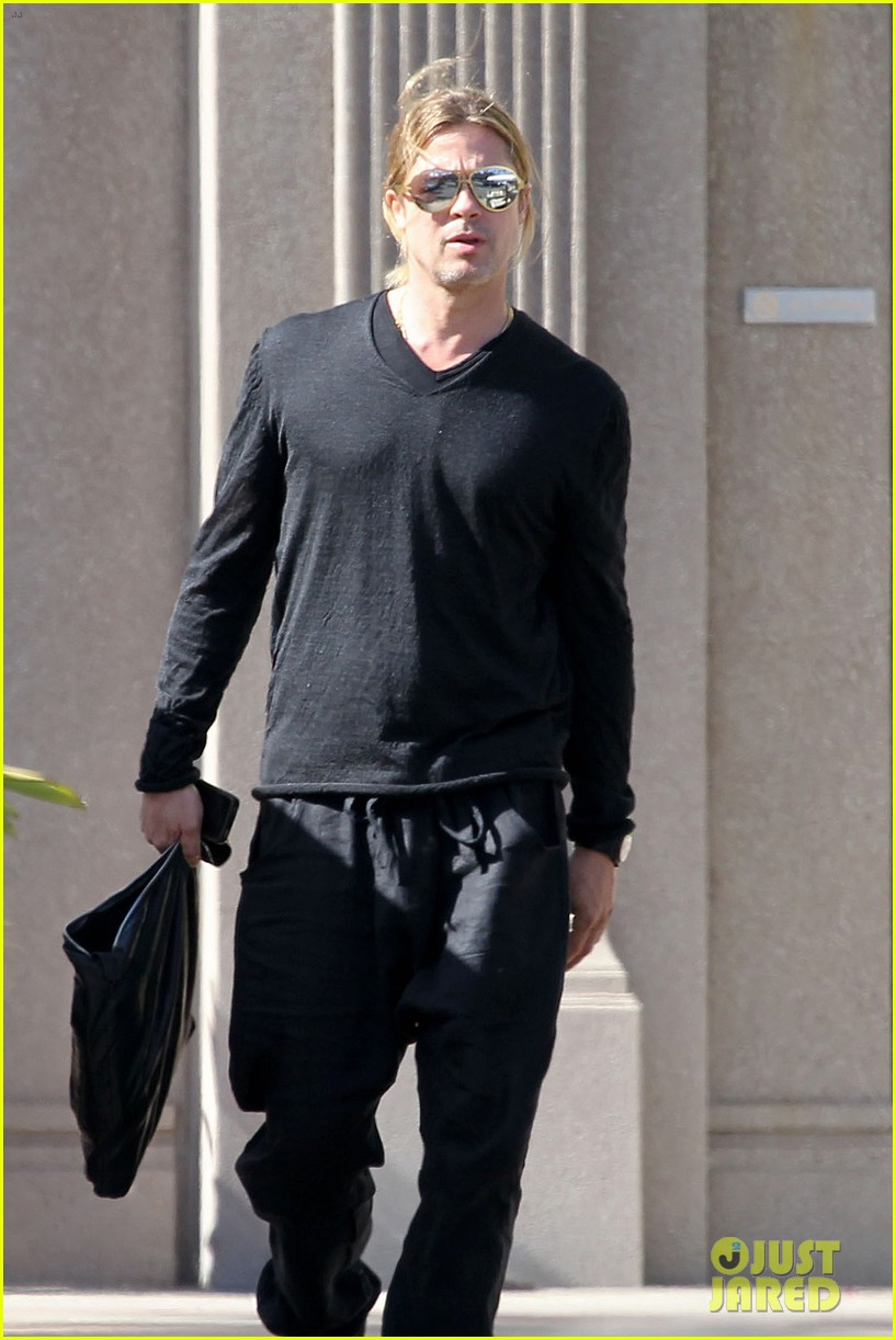 brad pitt steps out after angelina jolie double mastectomy 112871175