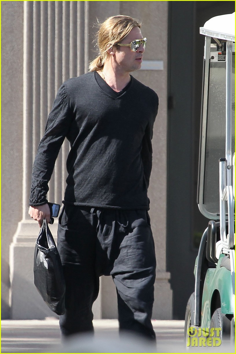 brad pitt steps out after angelina jolie double mastectomy 15