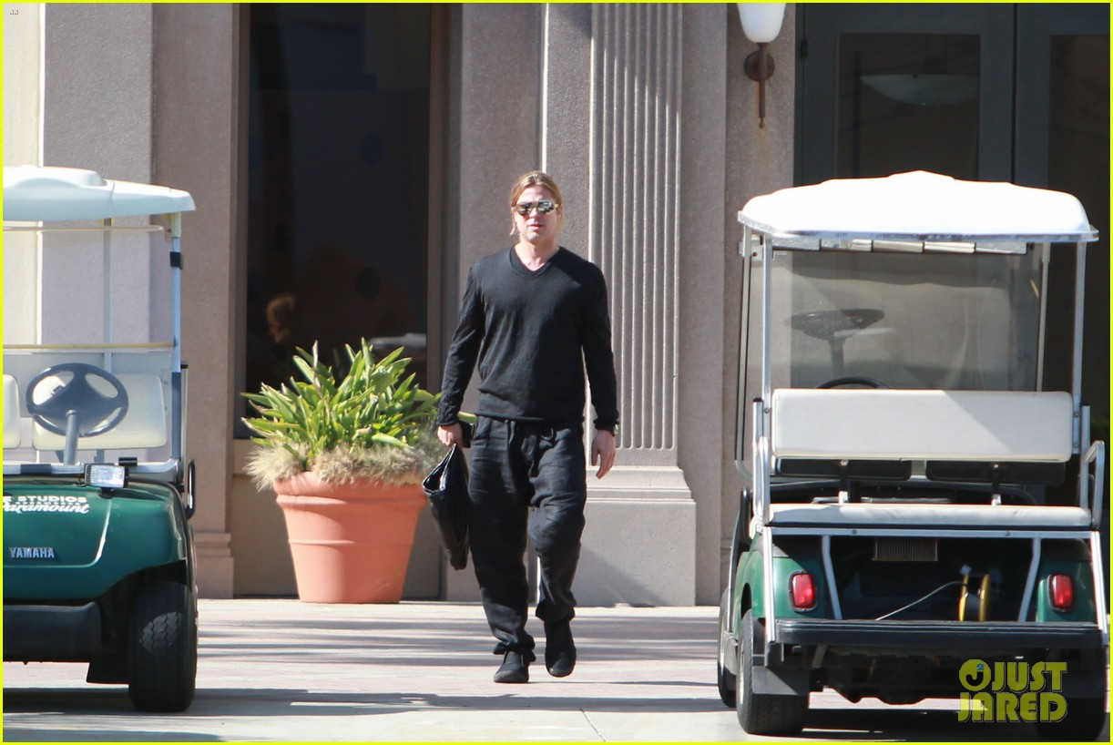 brad pitt steps out after angelina jolie double mastectomy 24