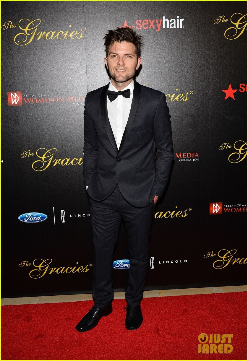 amy poehler adam scott 2013 gracie awards gala 04