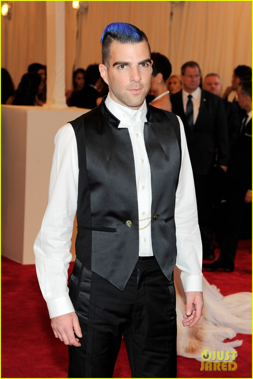 zachary quinto blue hair on met ball 2013 red carpet 022865696