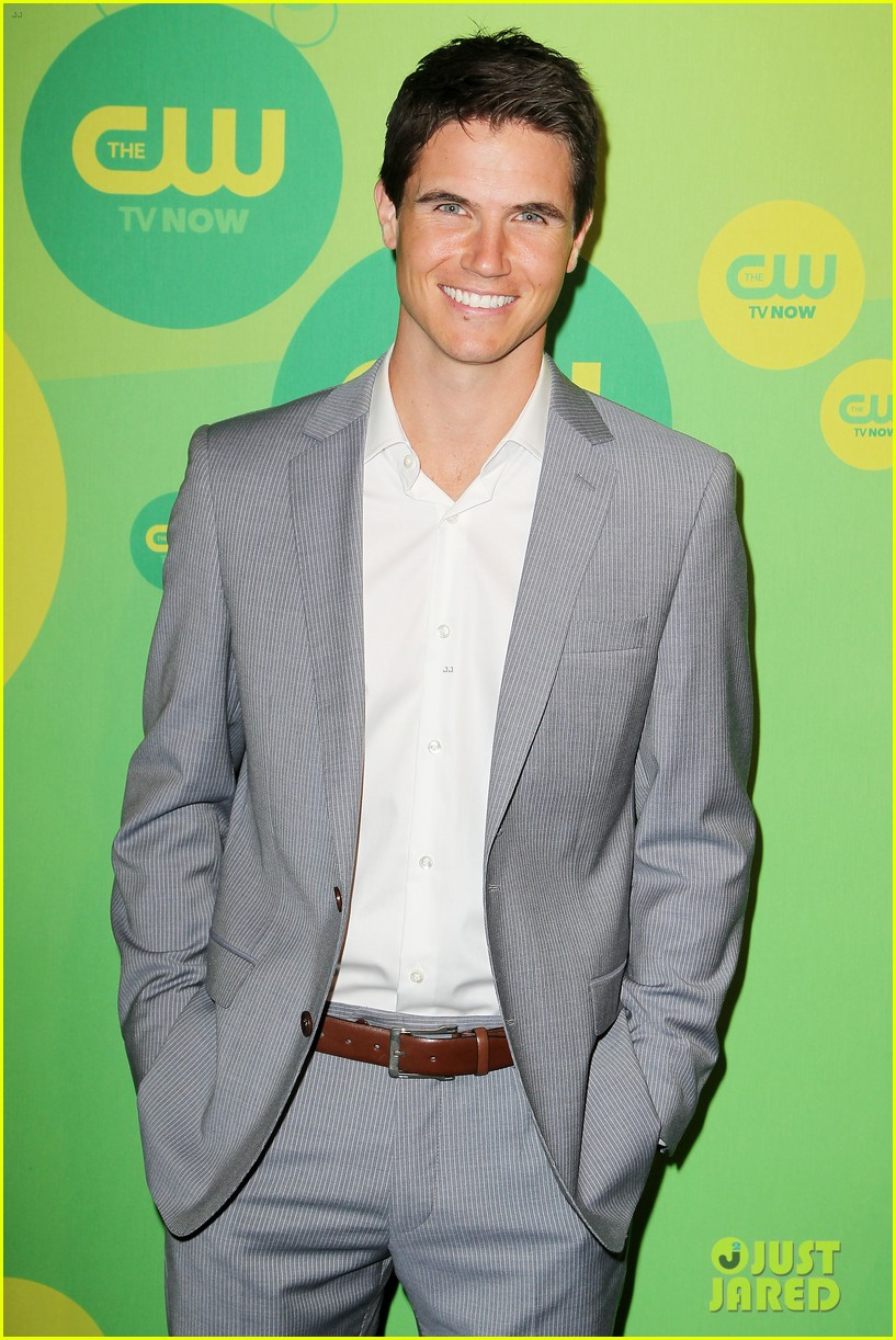 robbie amell matt lanter present new shows at cw upfront 33