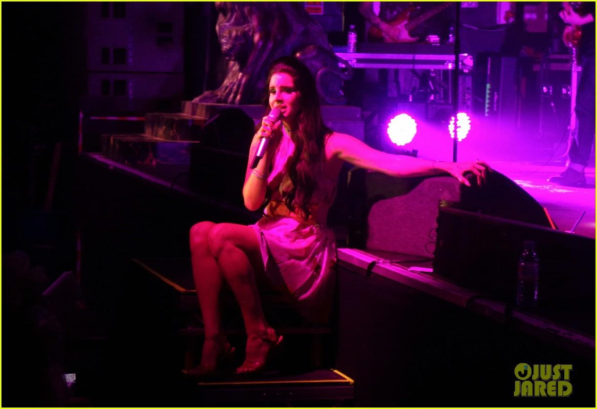 lana del rey birmingham performance pics 02