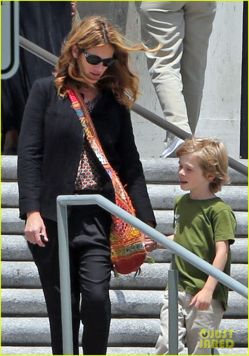 julia roberts natural history museum with son henry 062877792