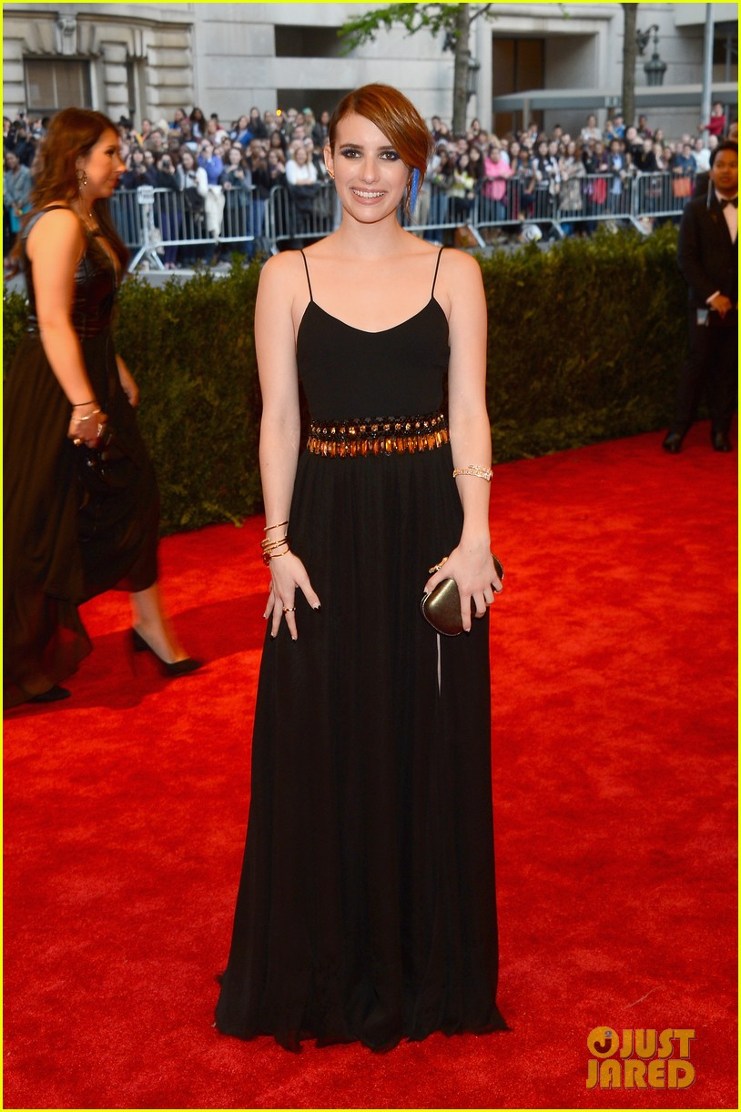 emma roberts met ball 2013 red carpet 03
