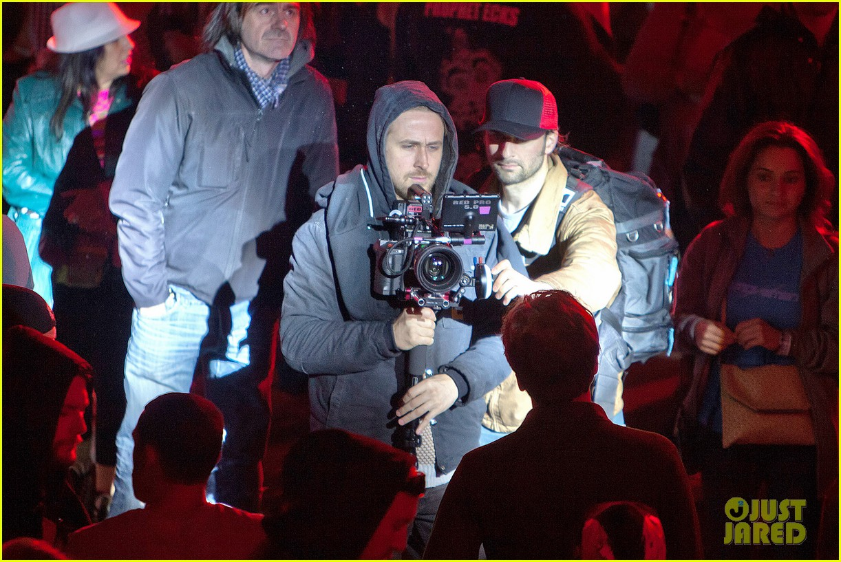 ryan gosling goes behind the camera on how to catch a monster set 042878606