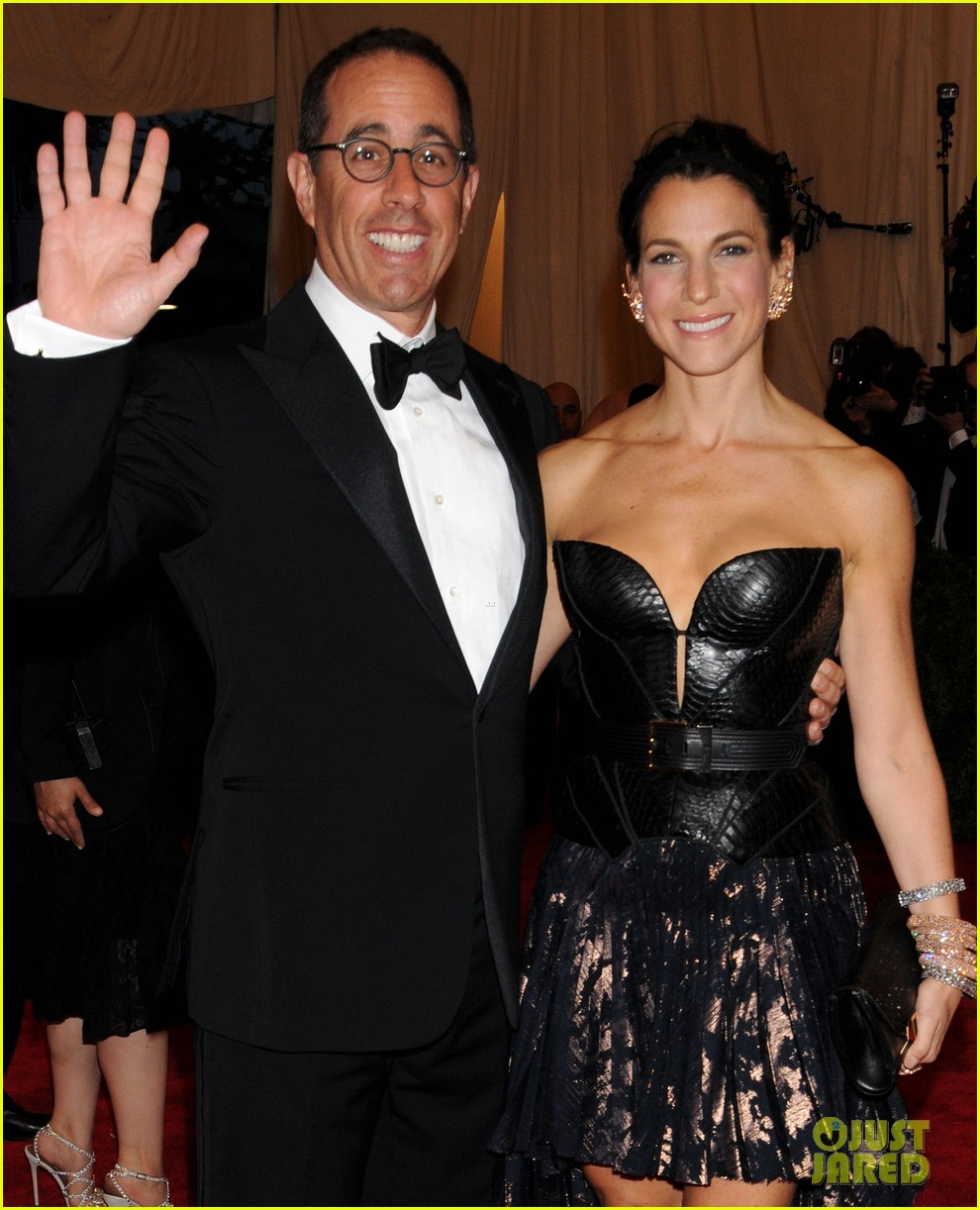 jerry seinfeld met ball 2013 red carpet with wife jessica 02
