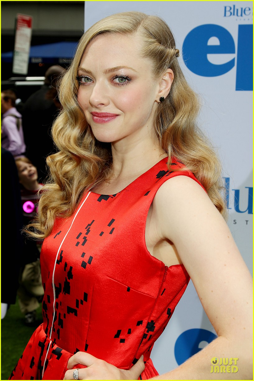 amanda seyfried colin farrell epic new york premiere 02