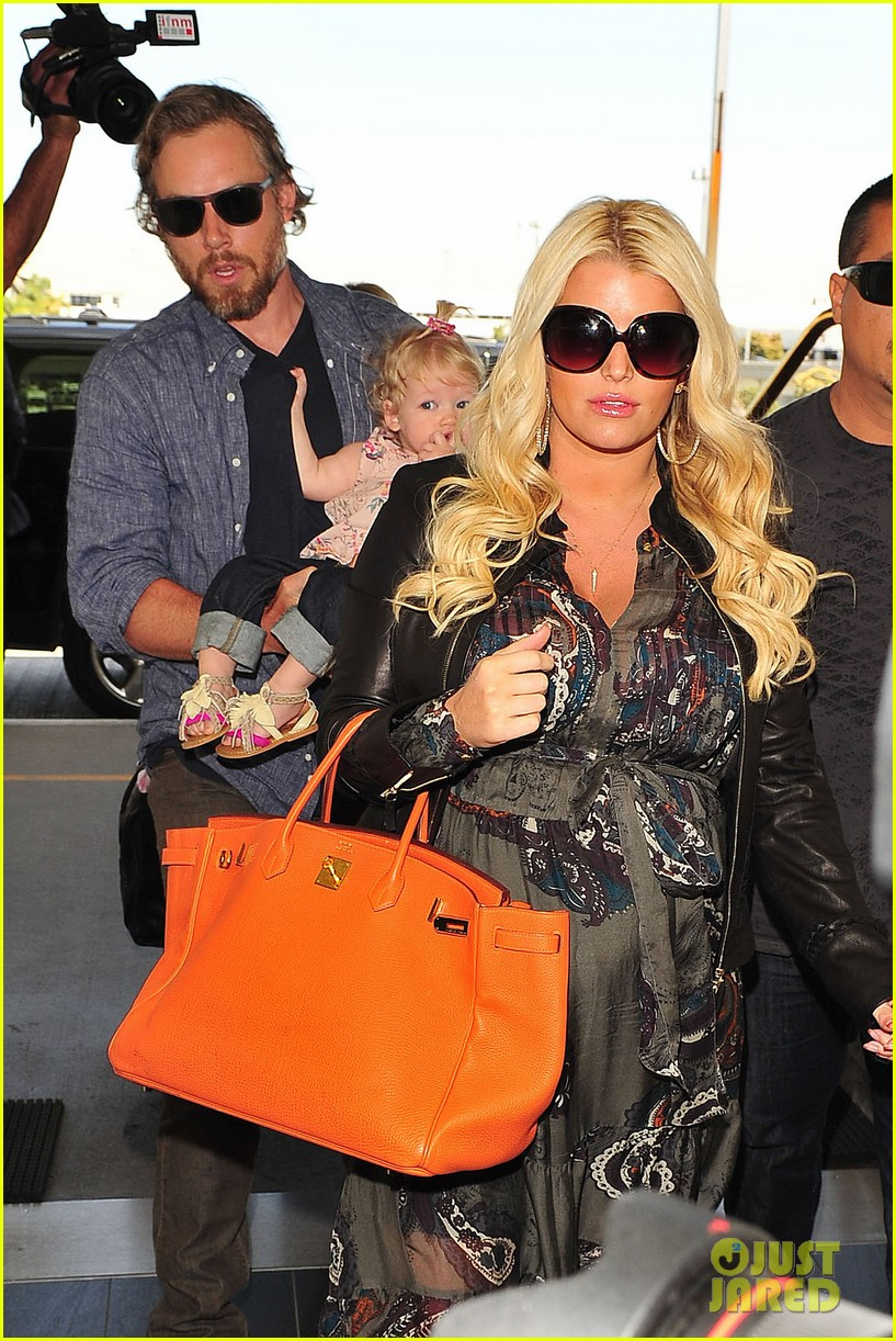 jessica simpson eric johnson family flight with maxwell 04
