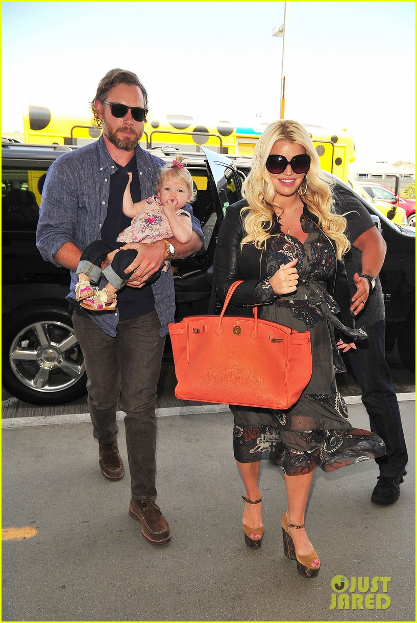 jessica simpson eric johnson family flight with maxwell 06