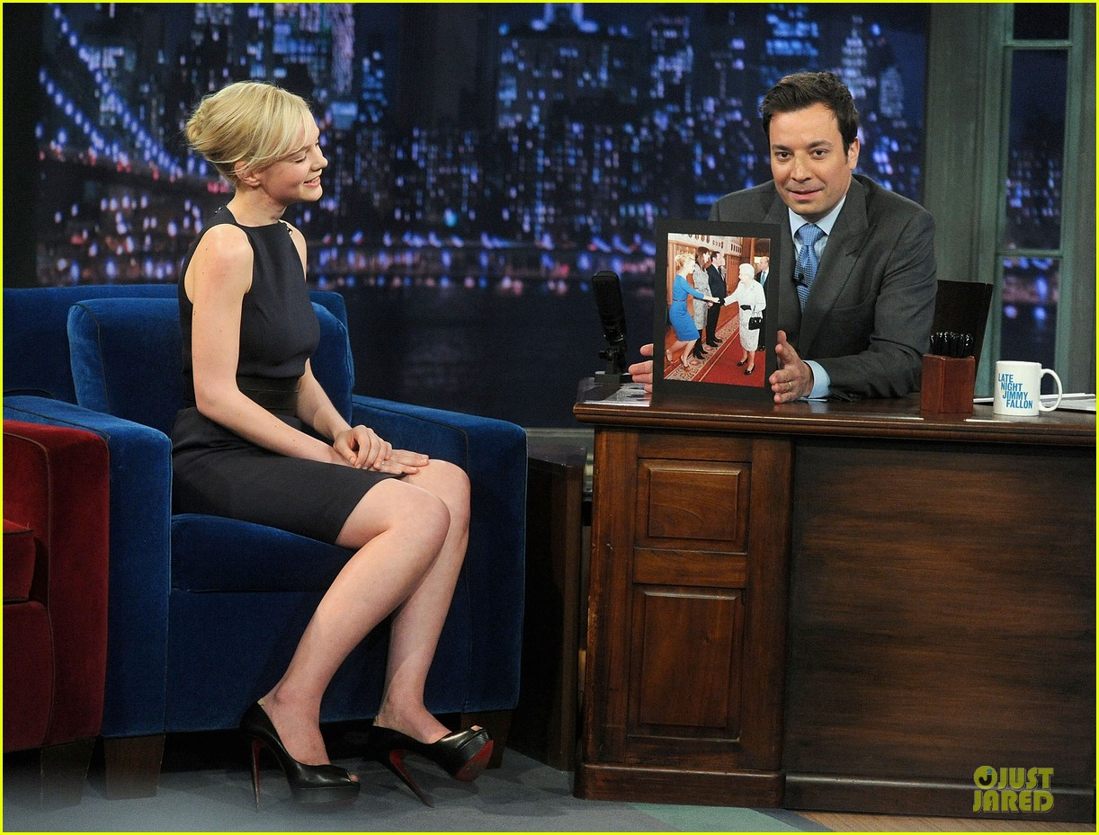 alexander skarsgard leg tattoo on fallon with carey mulligan 26