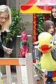 sarah michelle gellar farmers market rides with charlotte 19