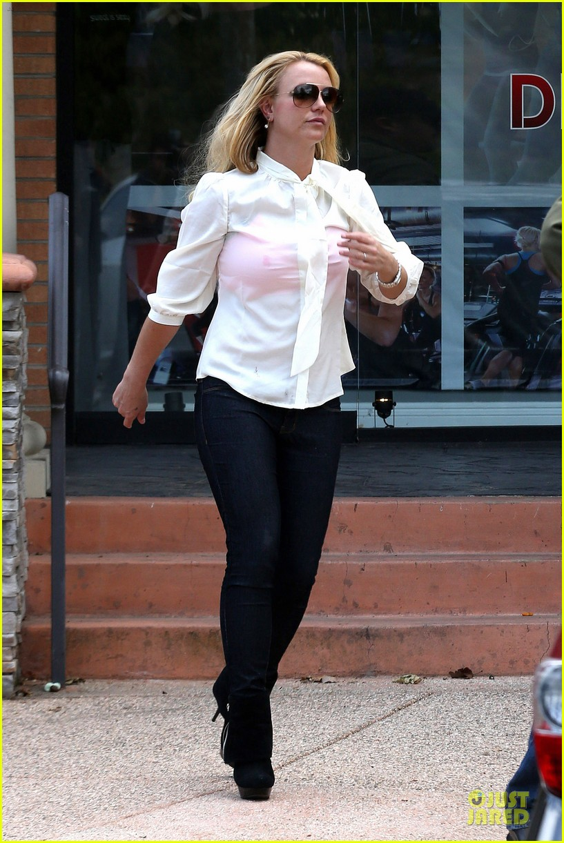 britney spears pink bra at coffee bean 03