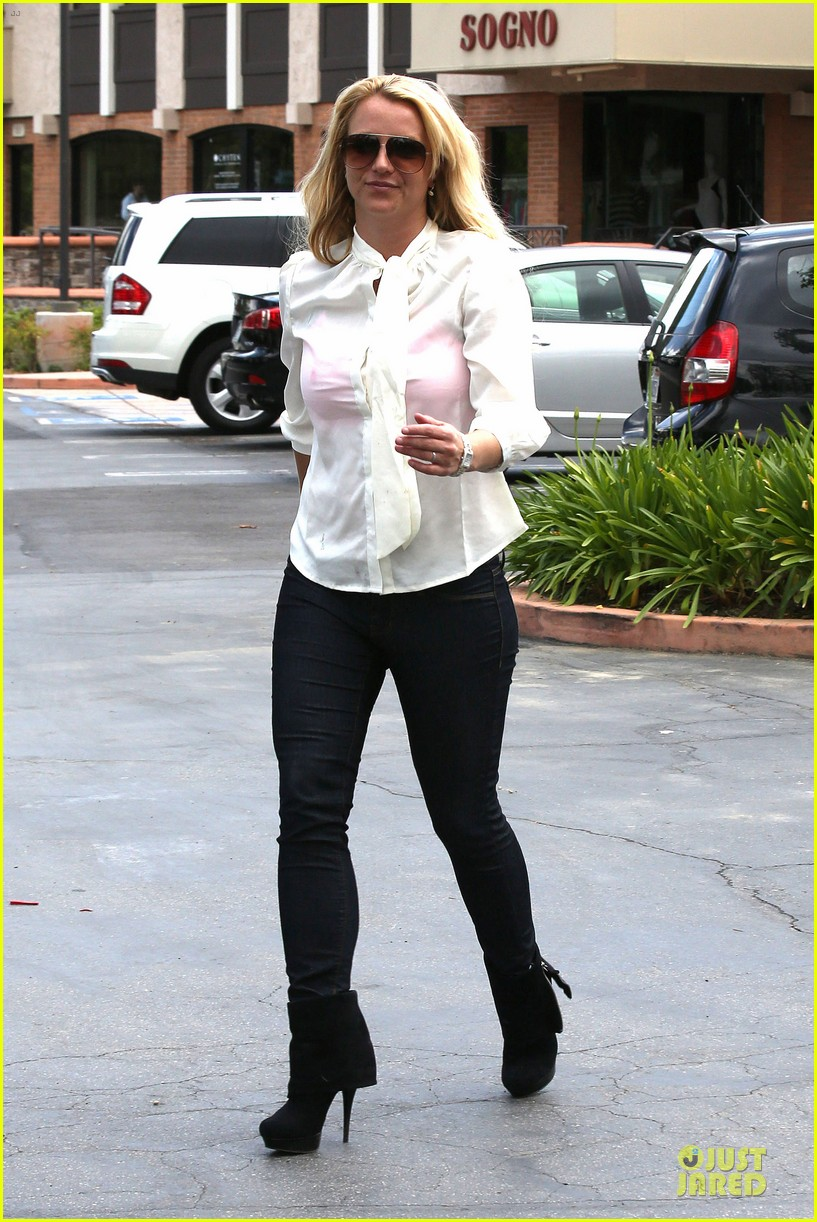 britney spears pink bra at coffee bean 152866112