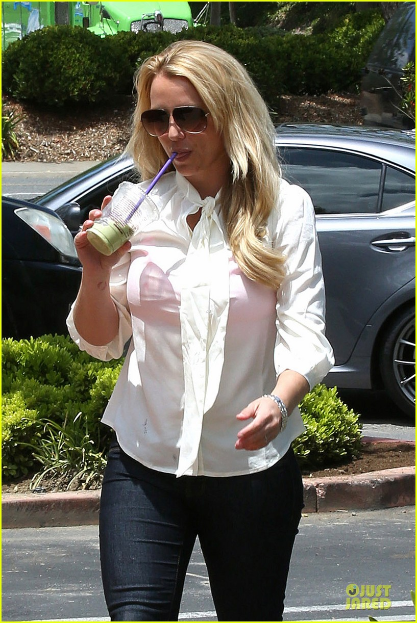 britney spears pink bra at coffee bean 21