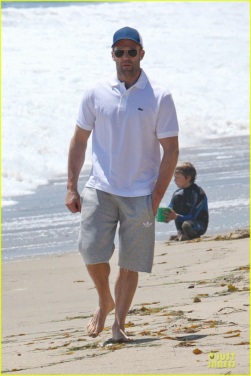 jason statham memorial day beach stroll 062879837