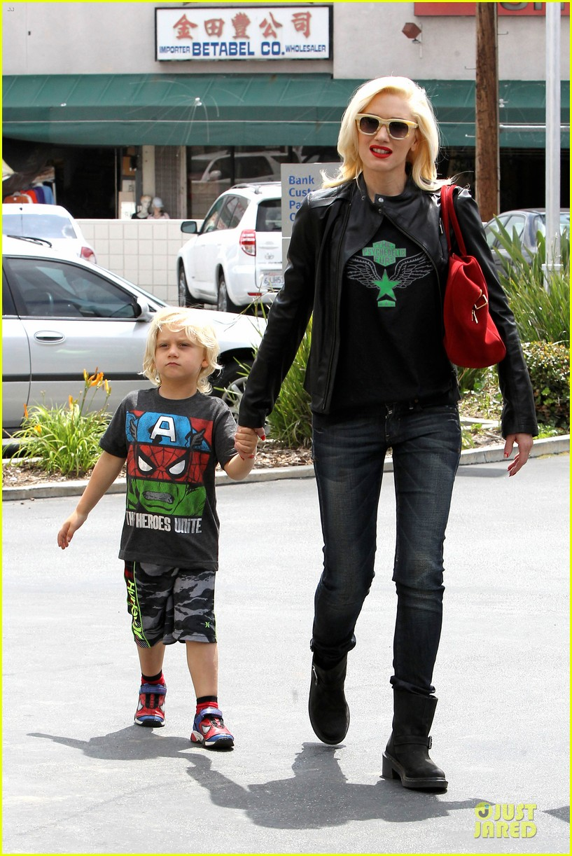 gwen stefani noah ark exhibit with the boys 13