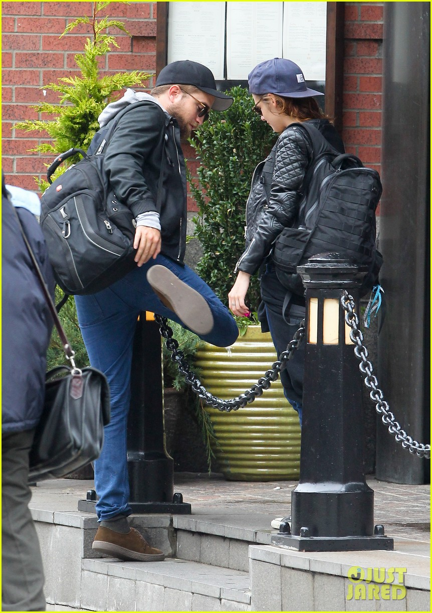 kristen stewart robert pattinson spotted together in nyc 15