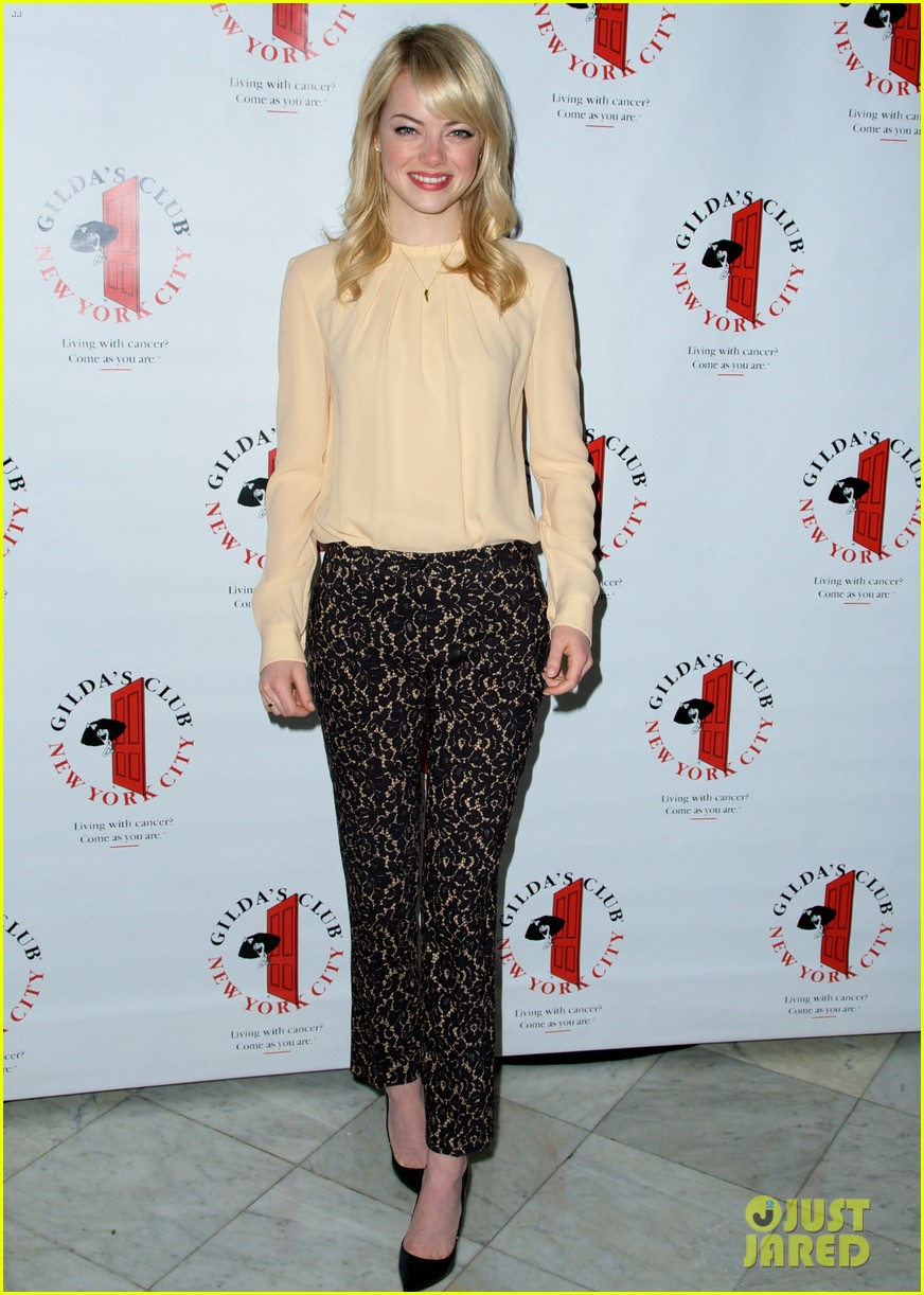 emma stone gildas club event for cancer awareness 01