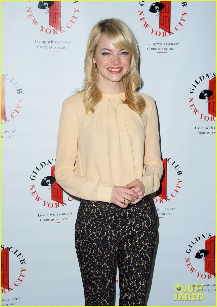 emma stone gildas club event for cancer awareness 032871094