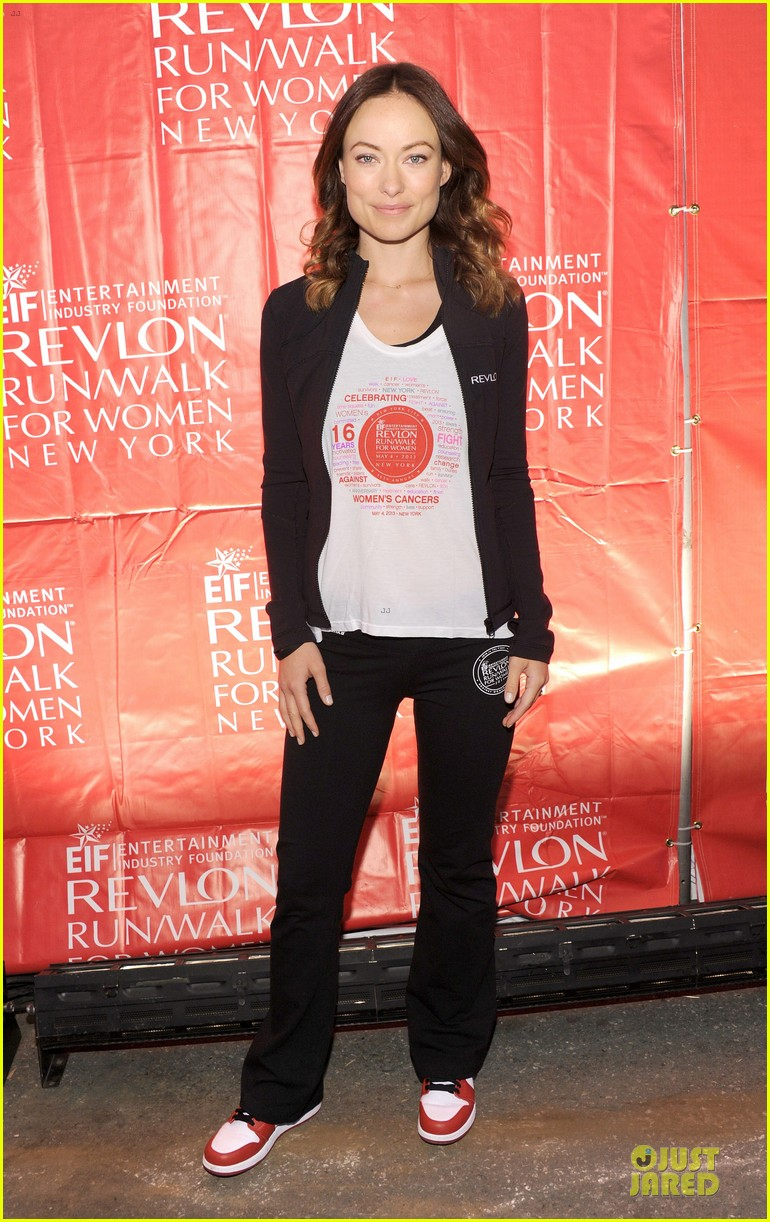 emma stone olivia wilde eif revlon run walk for women hosts 06