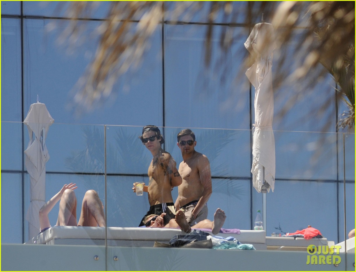 harry styles shirtless poolside in spain 10