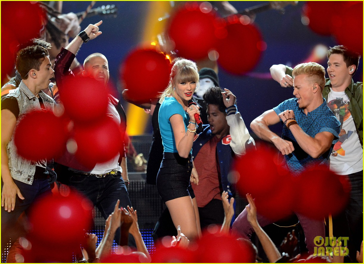 taylor swift billboard music awards 2013 performance video 05