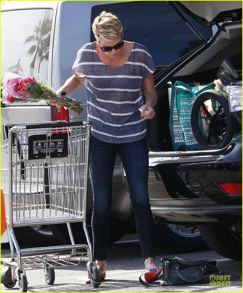 charlize theron flowers shopping at whole foods 132863222