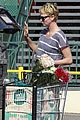 charlize theron flowers shopping at whole foods 07