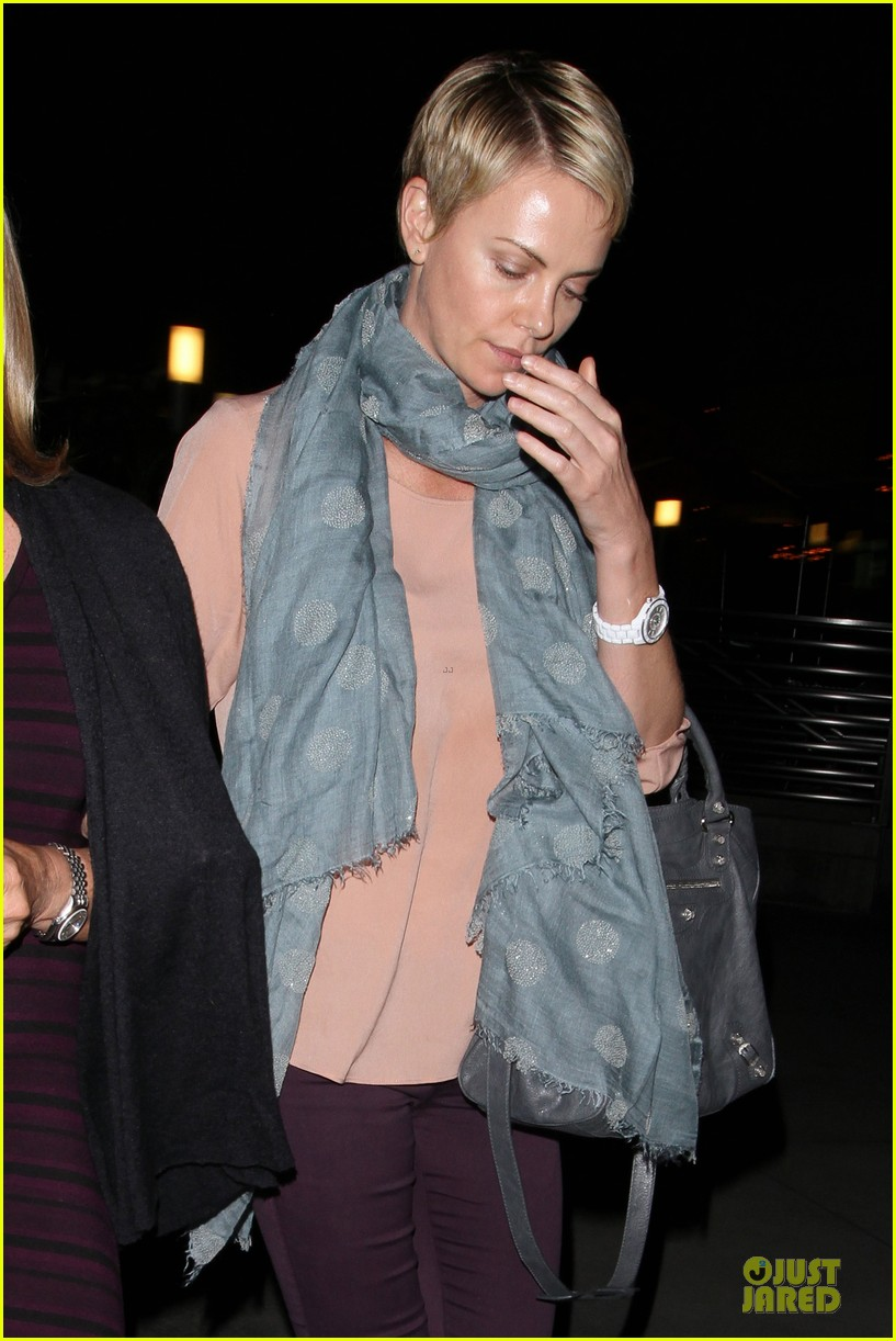 charlize theron the great gatsby showing with mom gerda 22