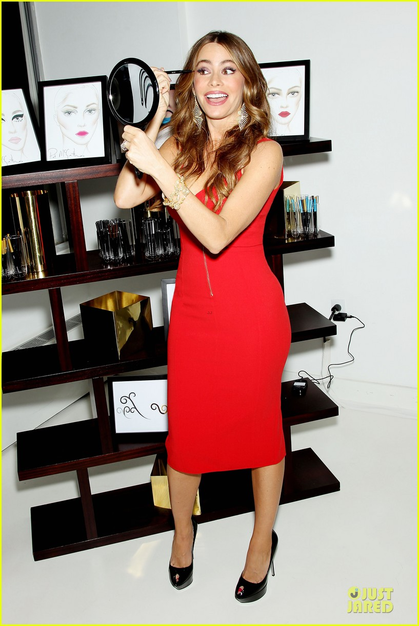 sofia vergara covergirl summer launch party 03